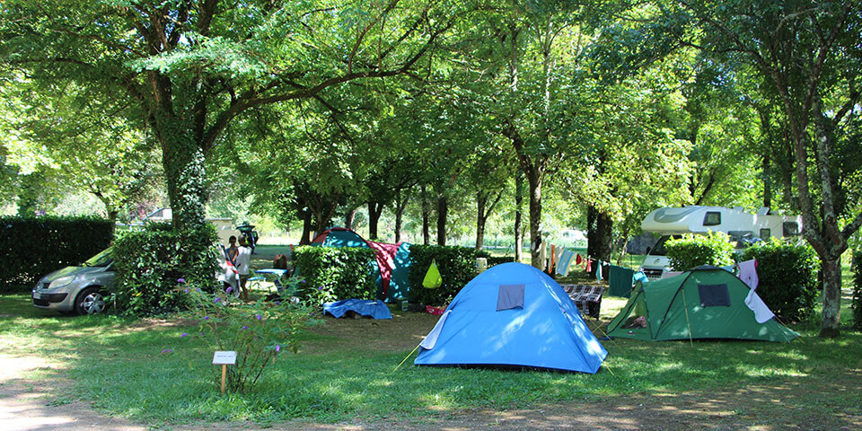 Shaded accommodation for tent in the Lot