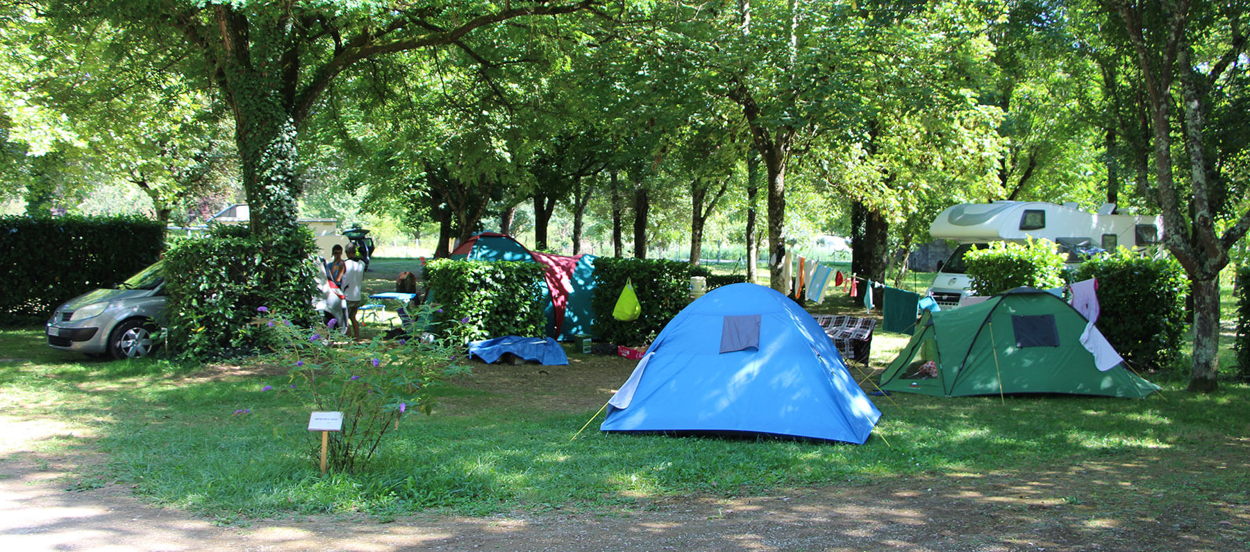 Shaded accommodation for tents in the Lot